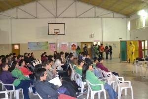Alumnos y alumnas de anfitriones e invitados al comienzo de la jornada